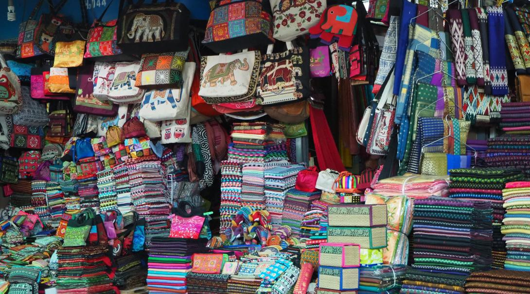 As a participant on the fast fashion project in Cambodia you will visit traditional local markets.